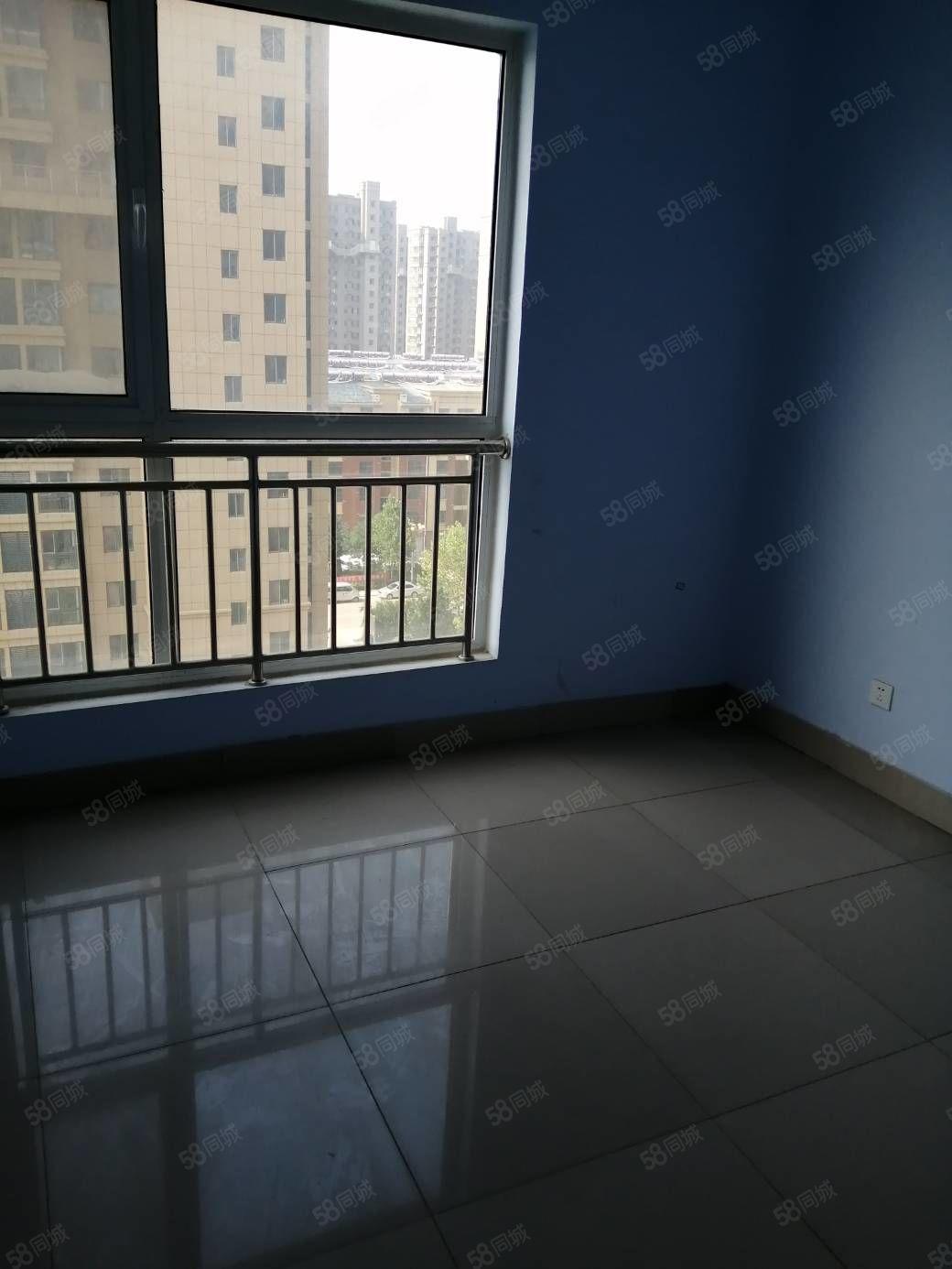 出售地鑫富华园9楼,65.4平两室两厅带储藏间,36万