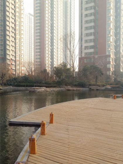 鲁商凤凰城,高端奢华五室平层,观景东边户,送车位,储藏室!