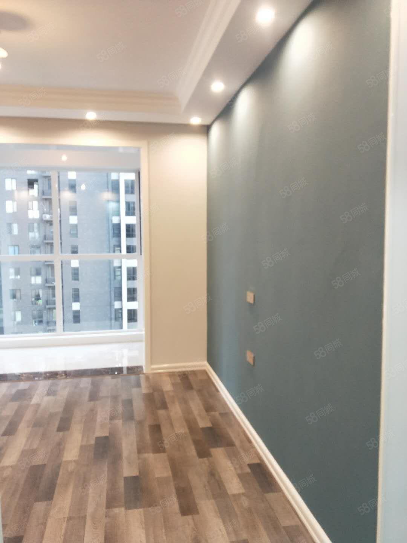 建業桂園低于市場價出售全新精裝小三室地段木地板63萬