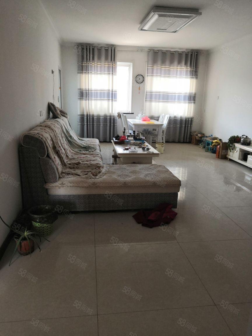 首付19万!元亨附近简装大三室两卫干干净整洁房本满两年