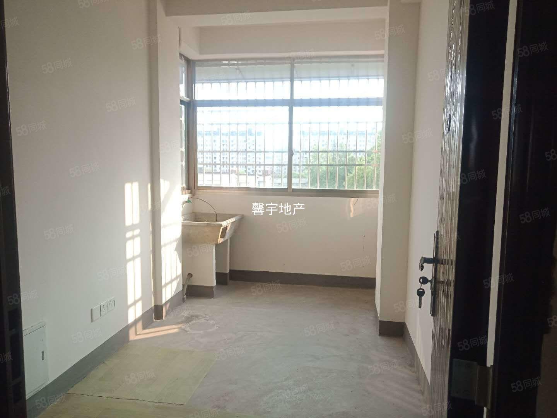 曹沖安置房大面積三室兩廳簡單裝修油煙機熱水器!