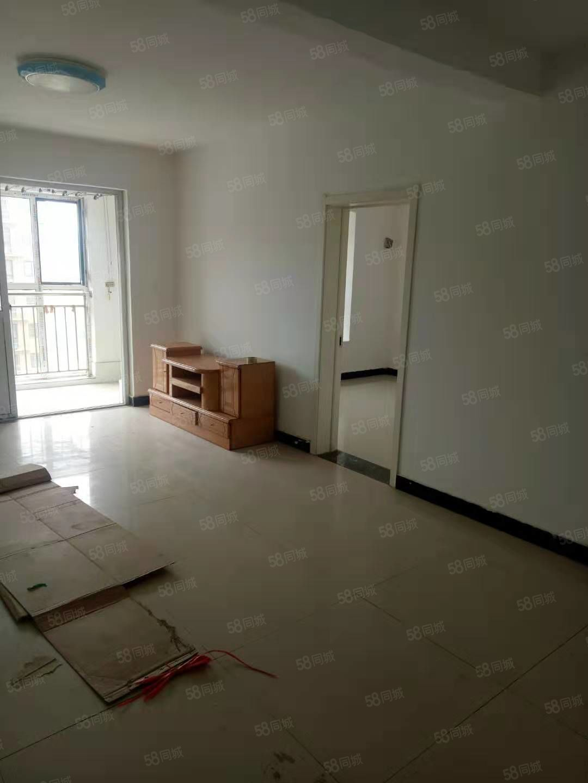 荣湾社区电梯房三室两厅两卫带简单家具家电诚意出租