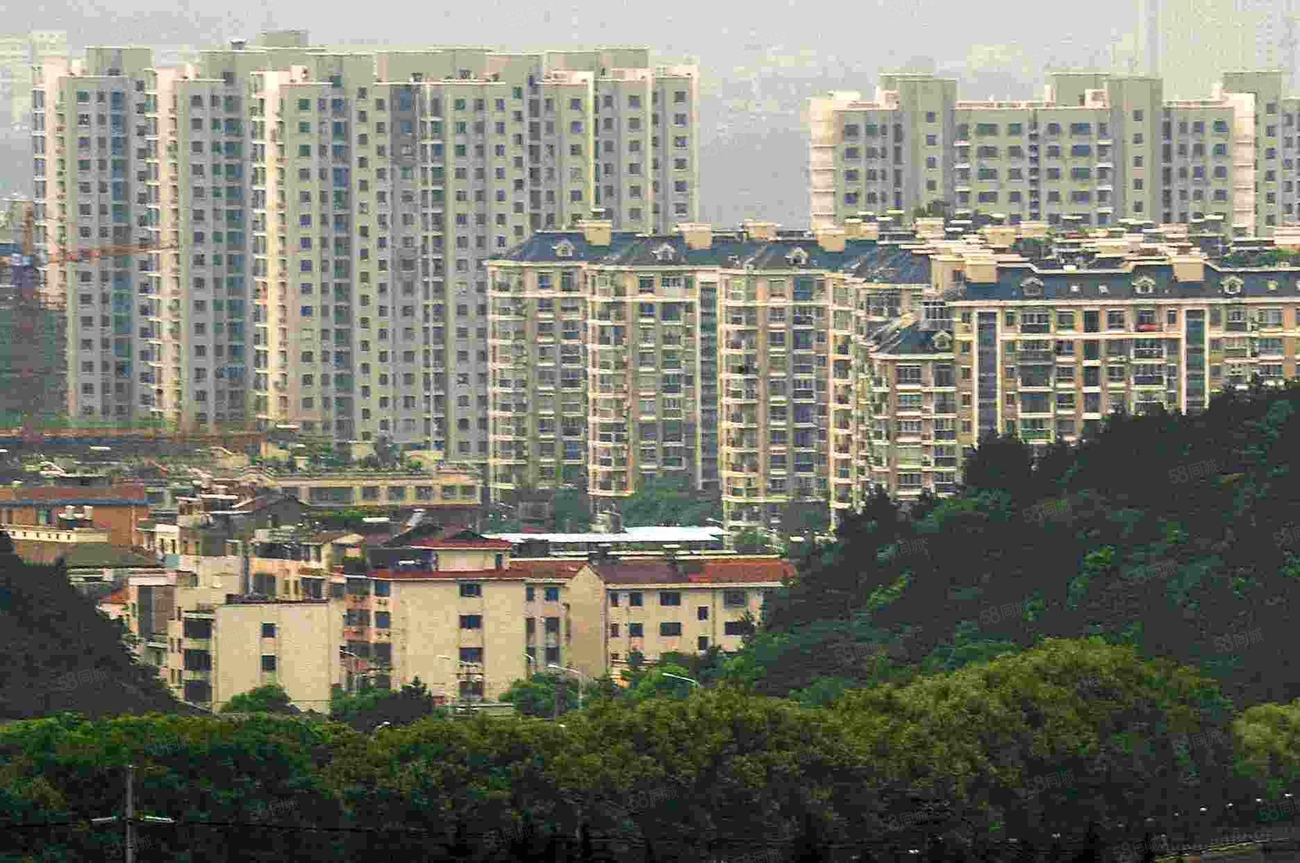 白云花园6楼大尖顶有小区