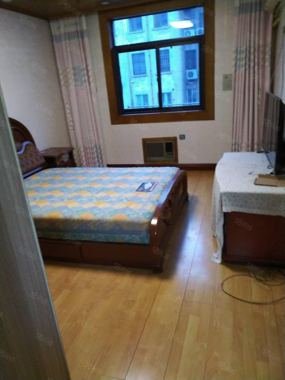 文化小区3楼3室1厅1卫,100平米二次装修。