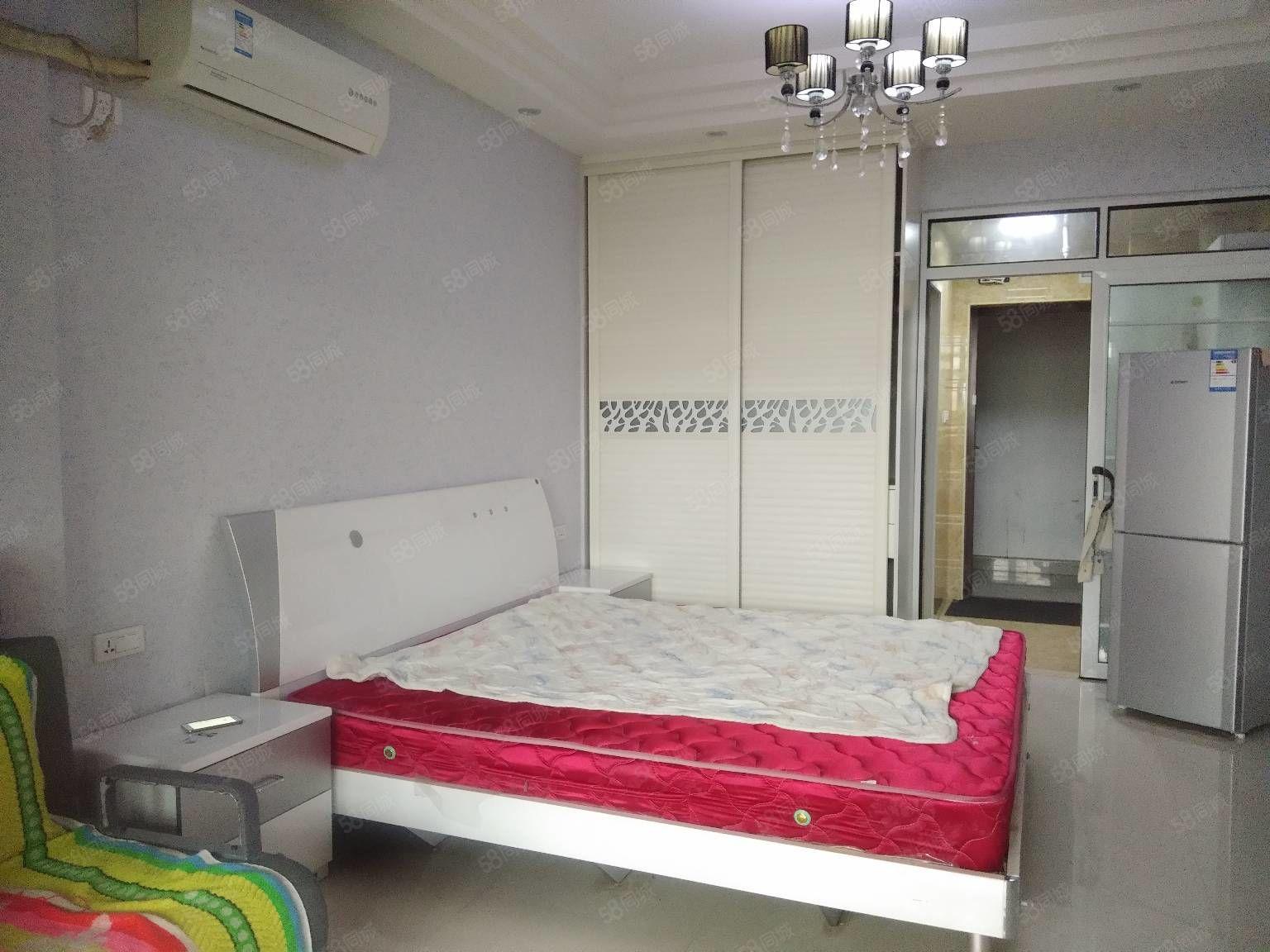 步行街綠洲花園香寓精裝公寓,家具家電齊全,帶一個大陽臺!