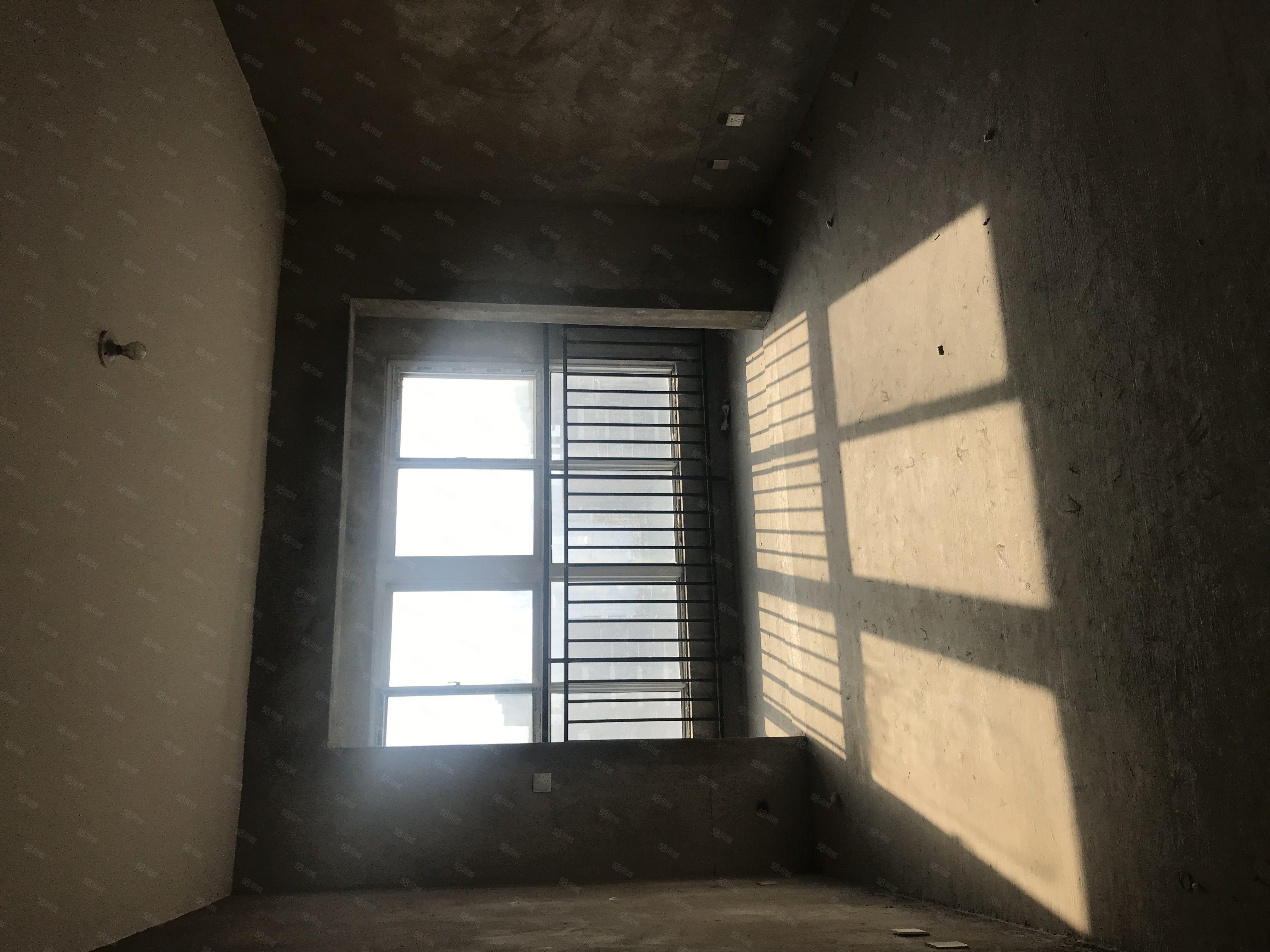 急卖旭日华城温馨两室采光无可挑剔,户型方正,随时看房