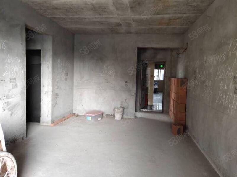 东南片区 电梯房 现房 中间楼层 带车位 一口价48万