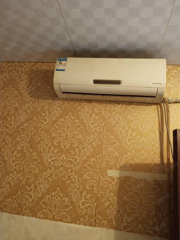 步行街公寓,空调3台洗衣机家具装修,步行街附近