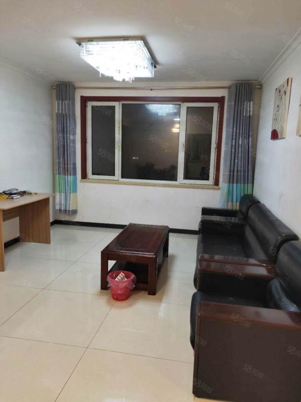 林馨家园三室一厅东西齐全拎包入住年租1.3万