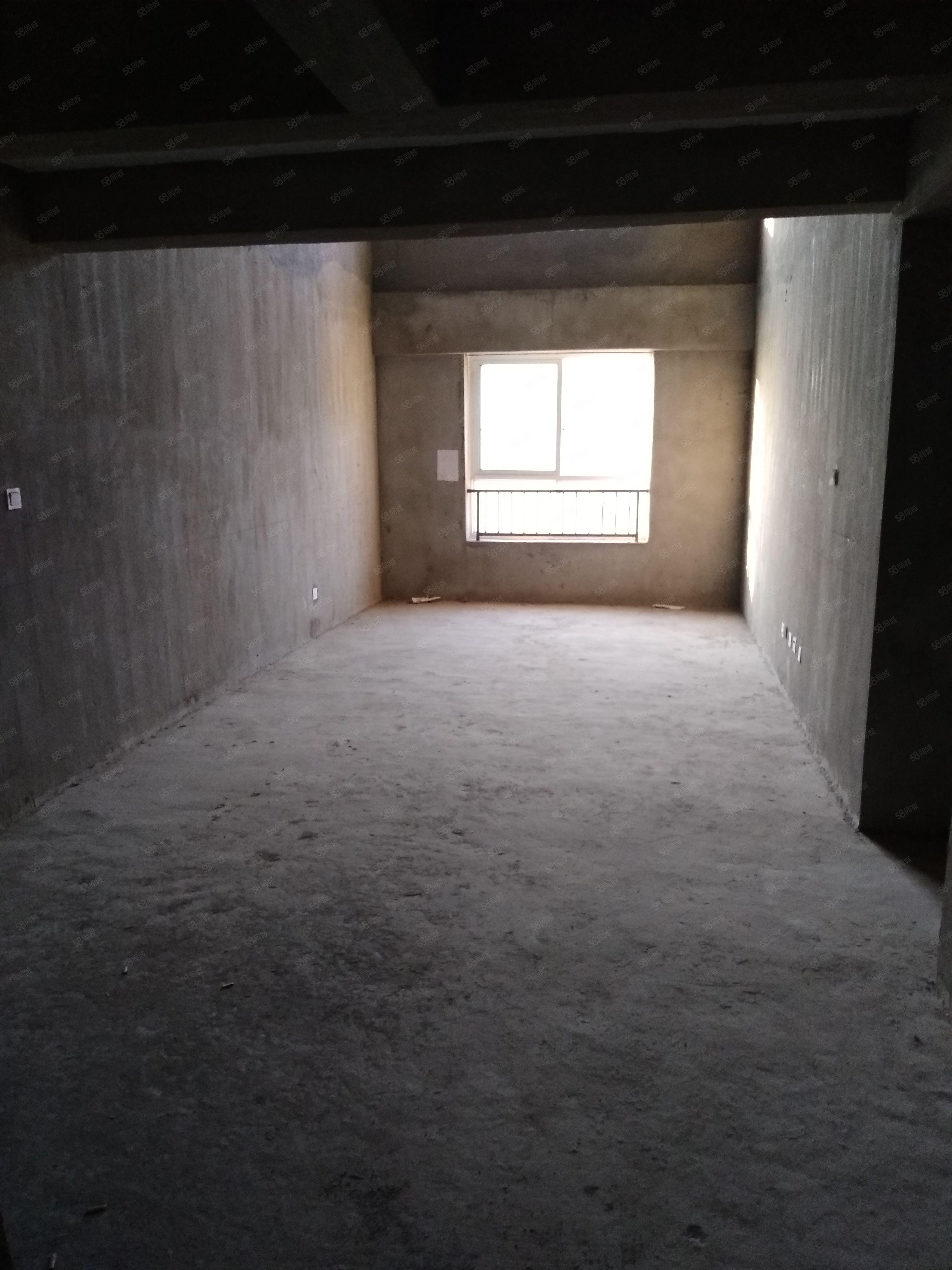东外滩帝景城复试楼四室两厅两卫毛坯送书房大露台急售