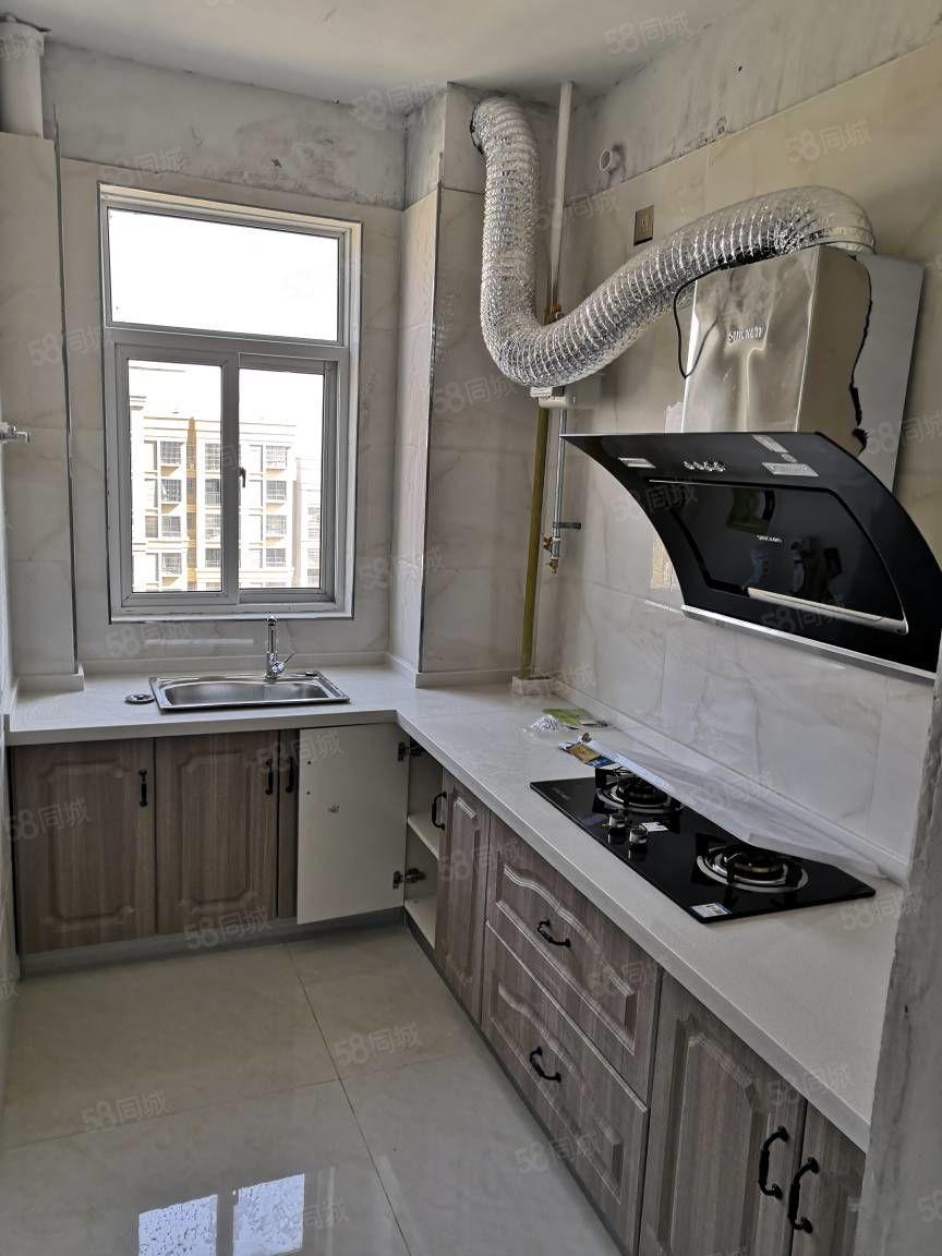 出租御品园中等装修。厨房卫生间齐全。南北通透户型