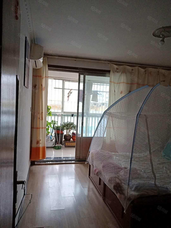 九州方圓E區,精裝好樓層,兩室向陽,帶車庫,客廳寬敞明亮
