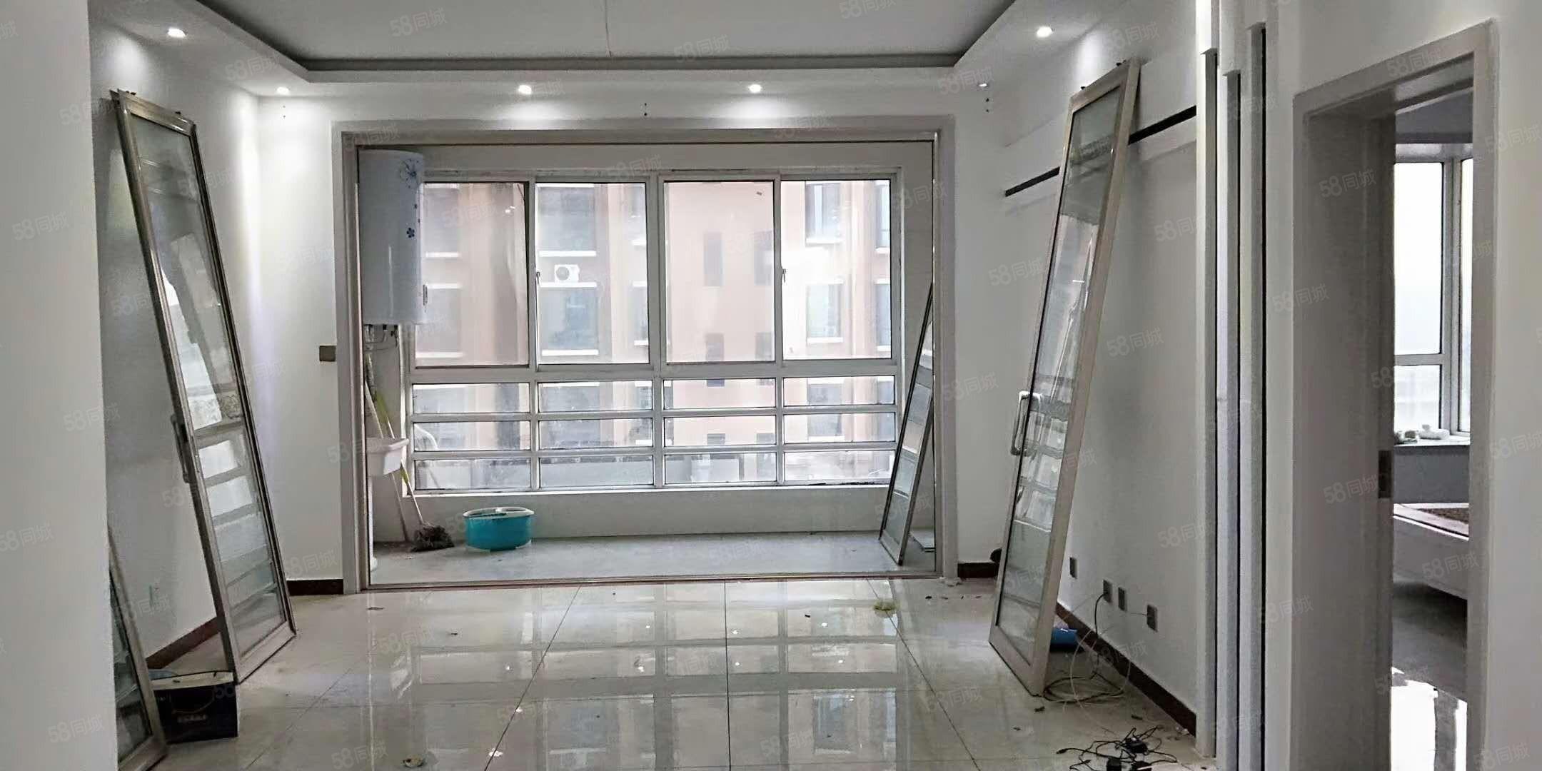 出售曼哈顿电梯4楼118平,3室2厅2卫精装,有储拎包入住