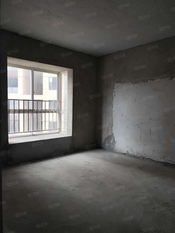 出售龙里金鹏花园149平,4室2厅2卫售价62万