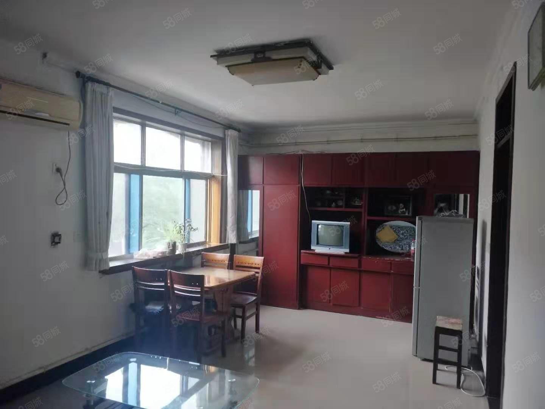 出租金融街三楼两室一厅带家具家电拎包入住欢迎长租