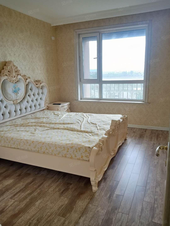春佳三室一厅,精装修,能贷款,户型好。。。