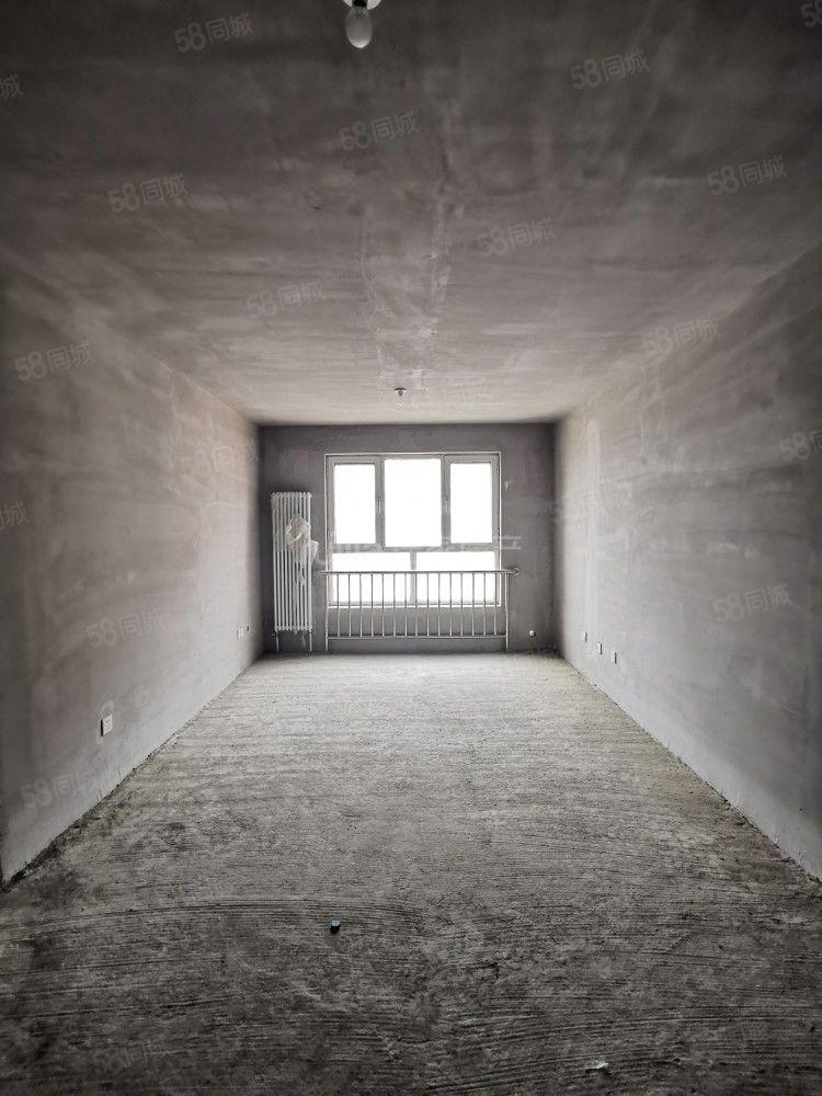 天悅小區超值房源單價6800底價68萬房本滿2年