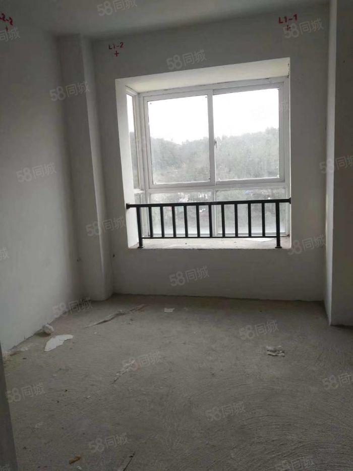 南内商贸城毛坯房子出售,靠近医院,菜市场,学校