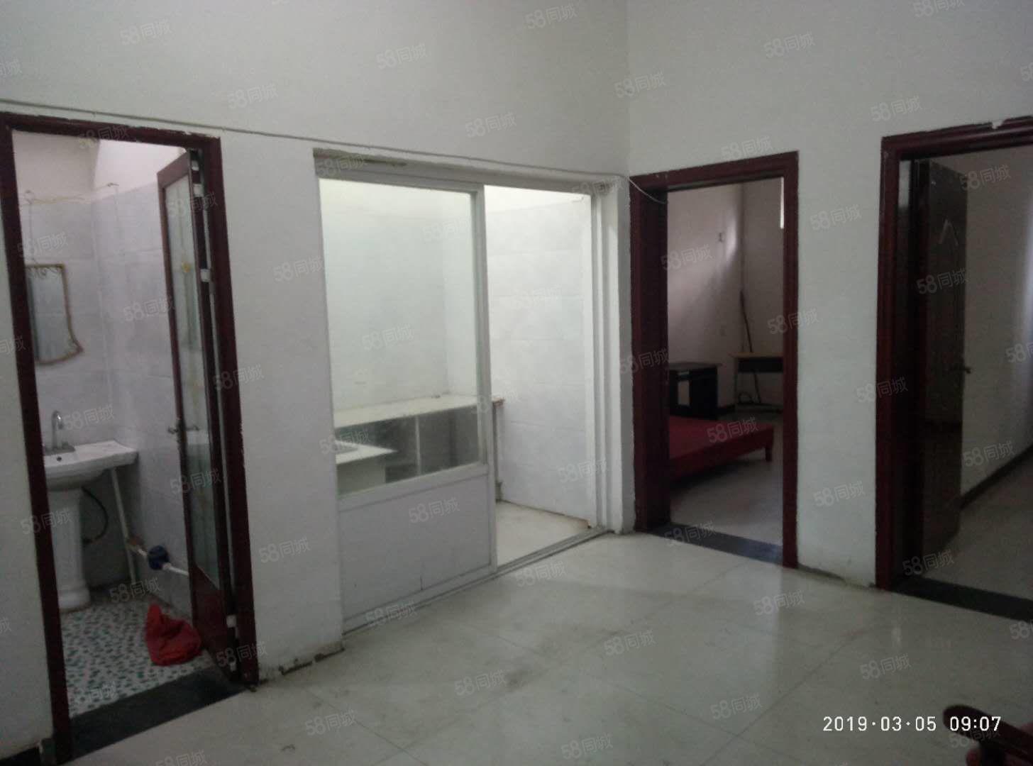 急租大庆路育新商业街80平2室1厅1厨1卫,紧邻学校上学方便