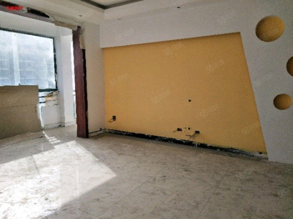 天都小区简单装修步梯4房适合办公或开辅导班