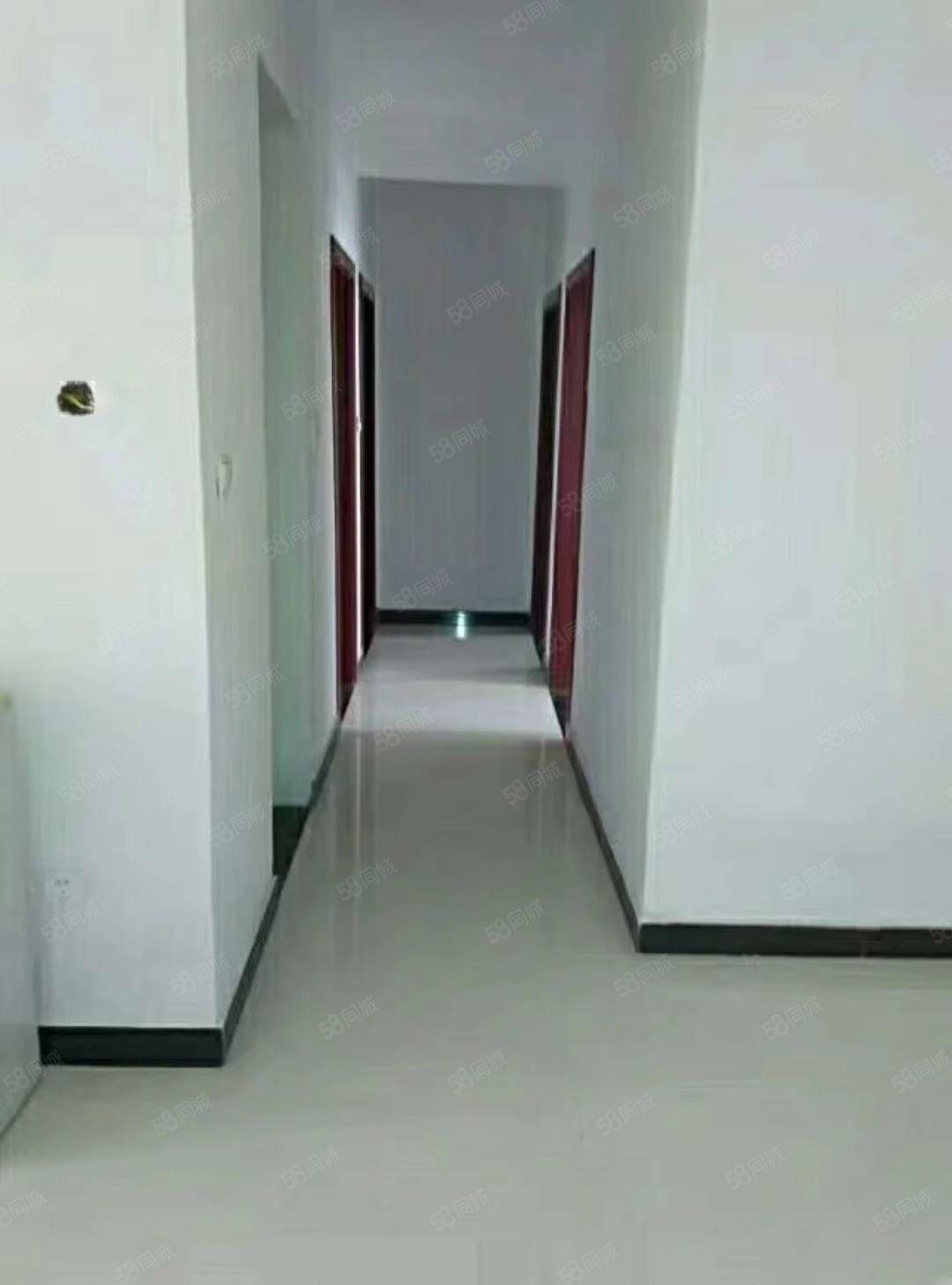 鼎华时代广场,电梯低层,四室两厅两卫