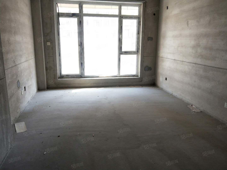 巴黎春田电梯好楼层送大平台不把边通厅侧卫无遮挡