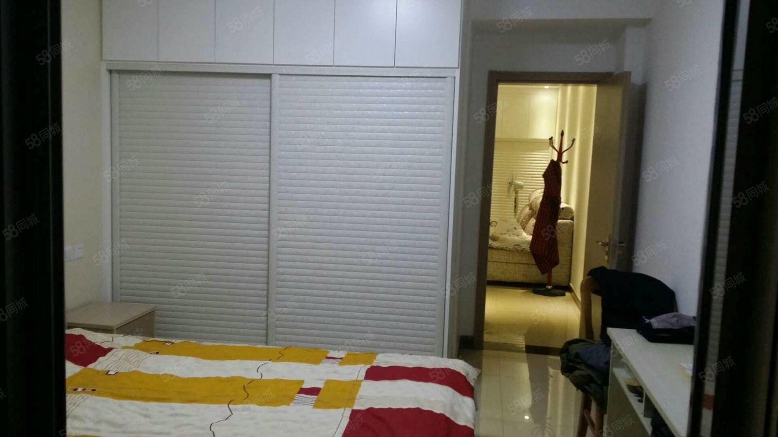 中达公馆紫玉小区精装修分开的一居室家电家具全齐装修非常不错