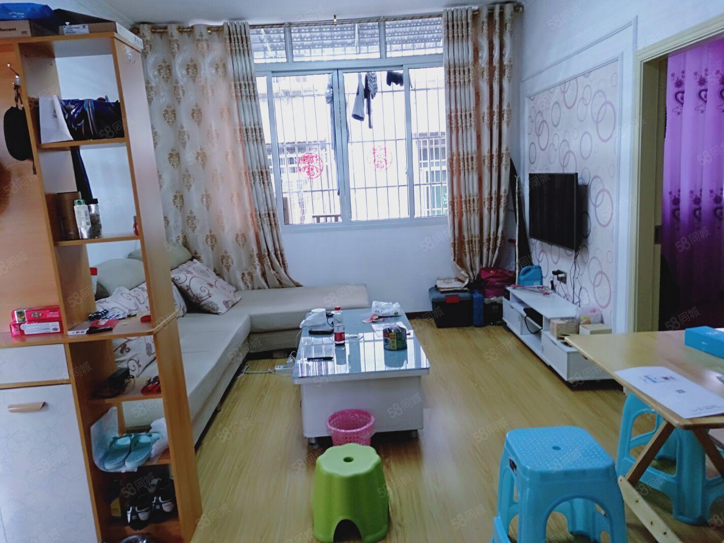 便宜卖成龙街3楼精致2室1厅60平米家具电器齐全关门卖