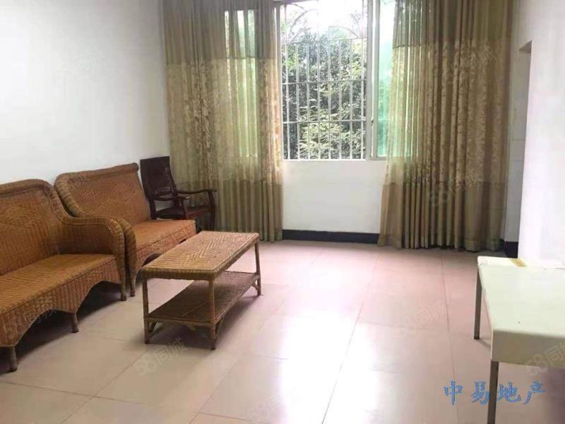 楼两室一厅配置简单家具