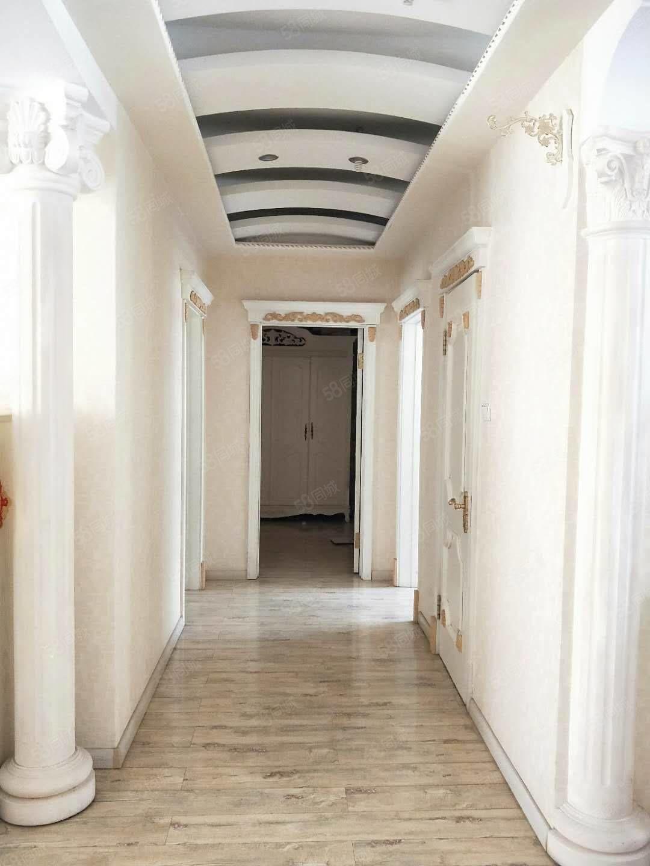想买高档小区1楼带花园3室2卫的请看这套房浅色实木装修一眼中