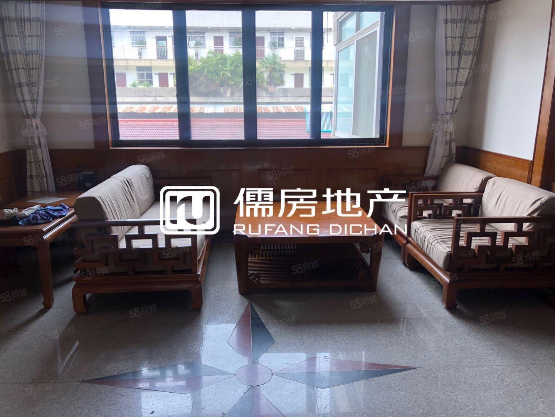 文化新村3楼新装修三室,家具齐全,拎包入住.