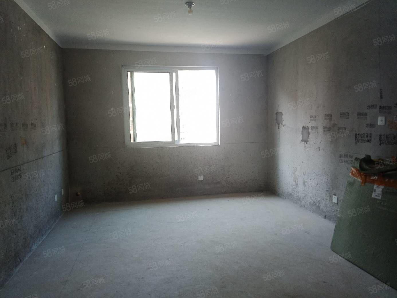 邓码2室!客厅和主卧朝南!带阁楼和露台车库!涧小县中学大润发