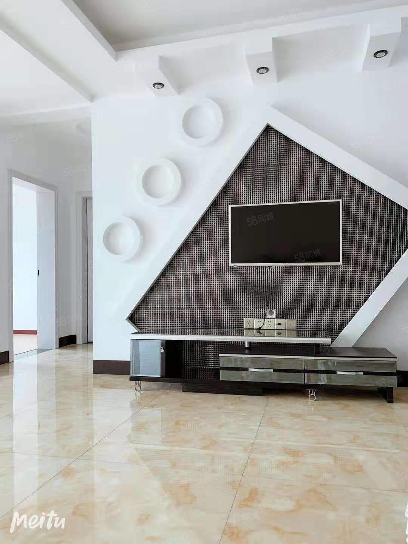 富瑞雅鑫,2室1廳一衛。精裝修。租得成可帶家具家電。