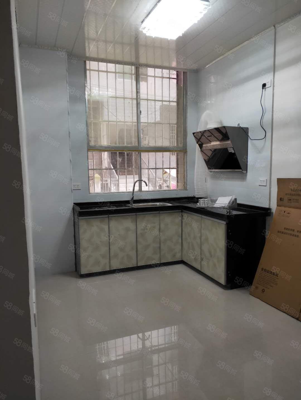 出租龙里铁龙路老一中对面1楼1室1厅1厨1卫租金800元