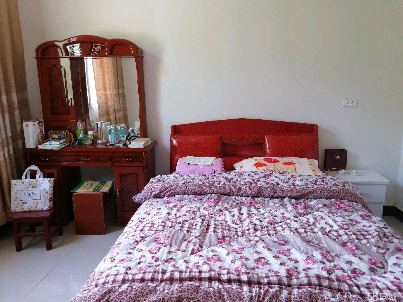 神河镇湾寺村有精装修五室三厅两卫拎包入住,环境优美,住着舒适