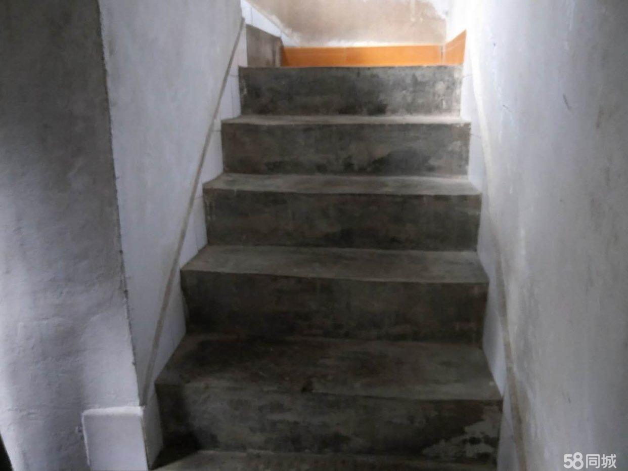 私人住房四楼一底出售