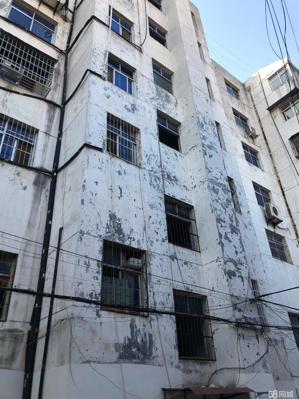 公安局家属楼四室两厅有证可过户采光好六楼