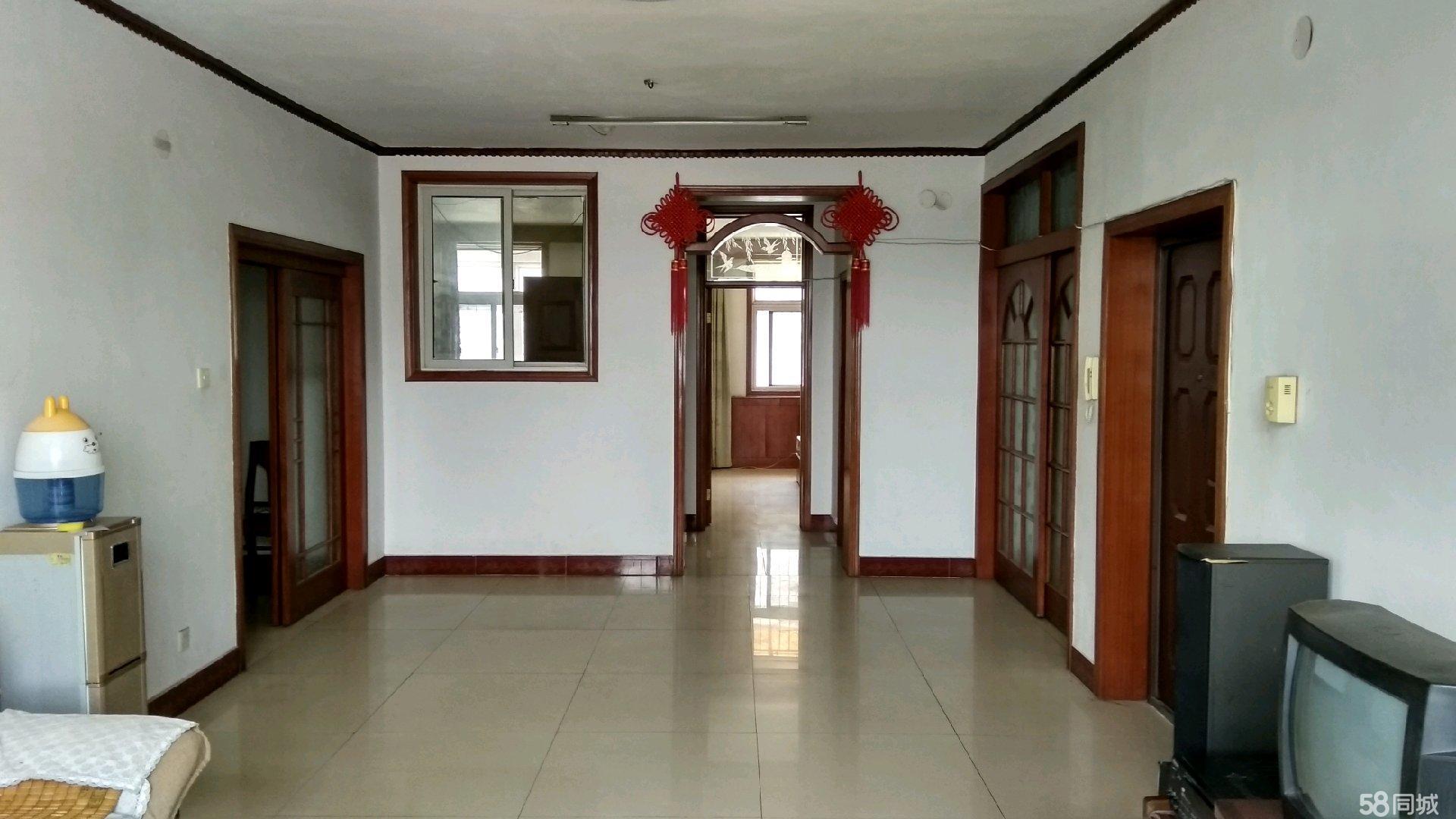 富园小区(老木器厂)三楼3室2厅2卫。