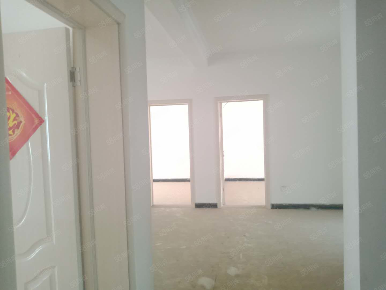 駱寨社區4樓復式5樓上下兩層5個房間46萬急賣,看房有鑰匙!