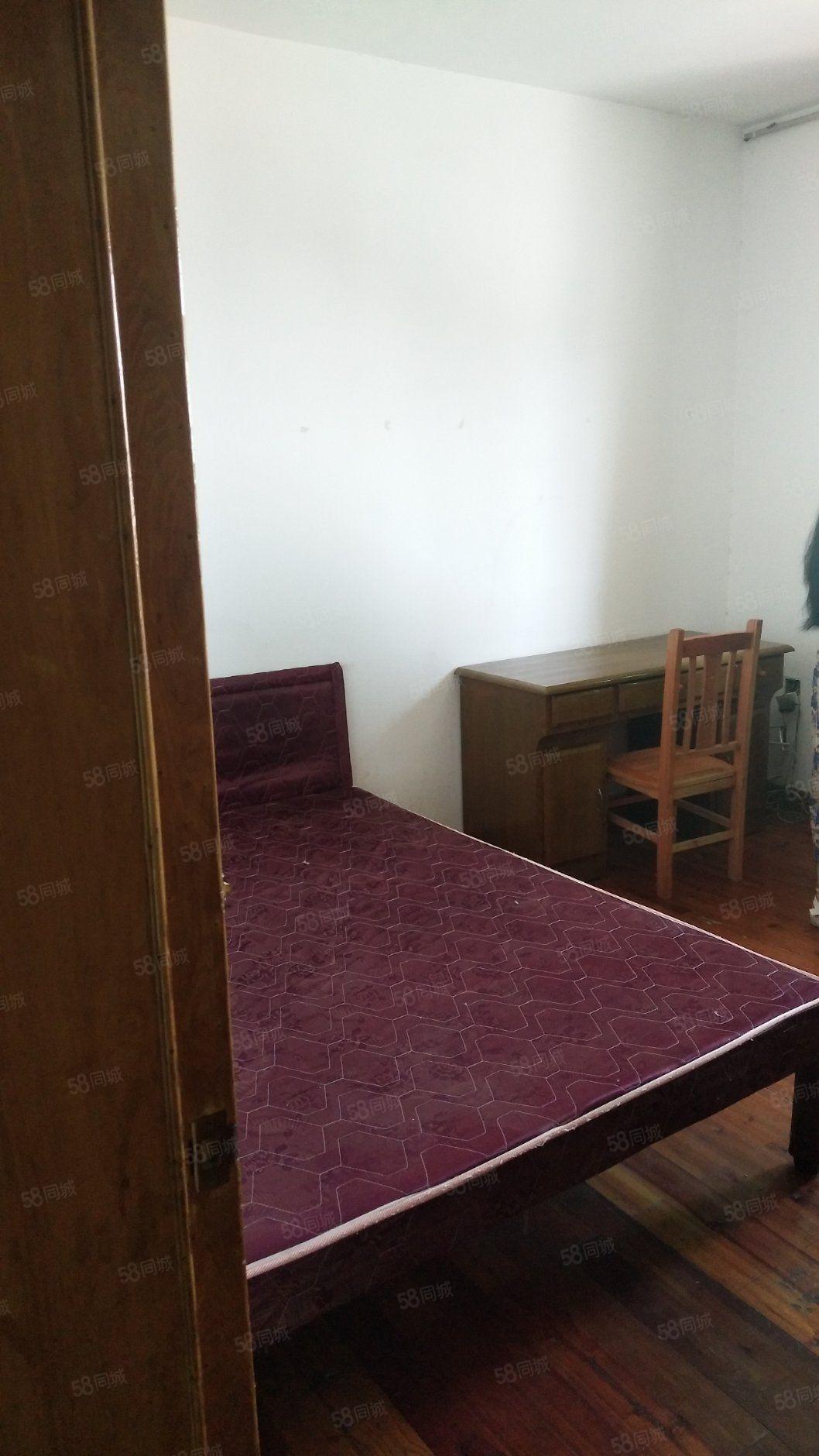 煙廠宿舍樓。兩室兩廳。簡單裝修。證齊可按揭