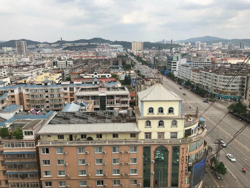 冠南大厦(龙马路与珊瑚路交叉口,136平户型方正)售55万