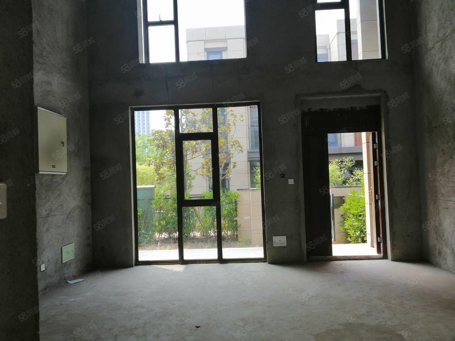富春硅谷聯排別墅東邊套花園100平在實際面積400贈地下室