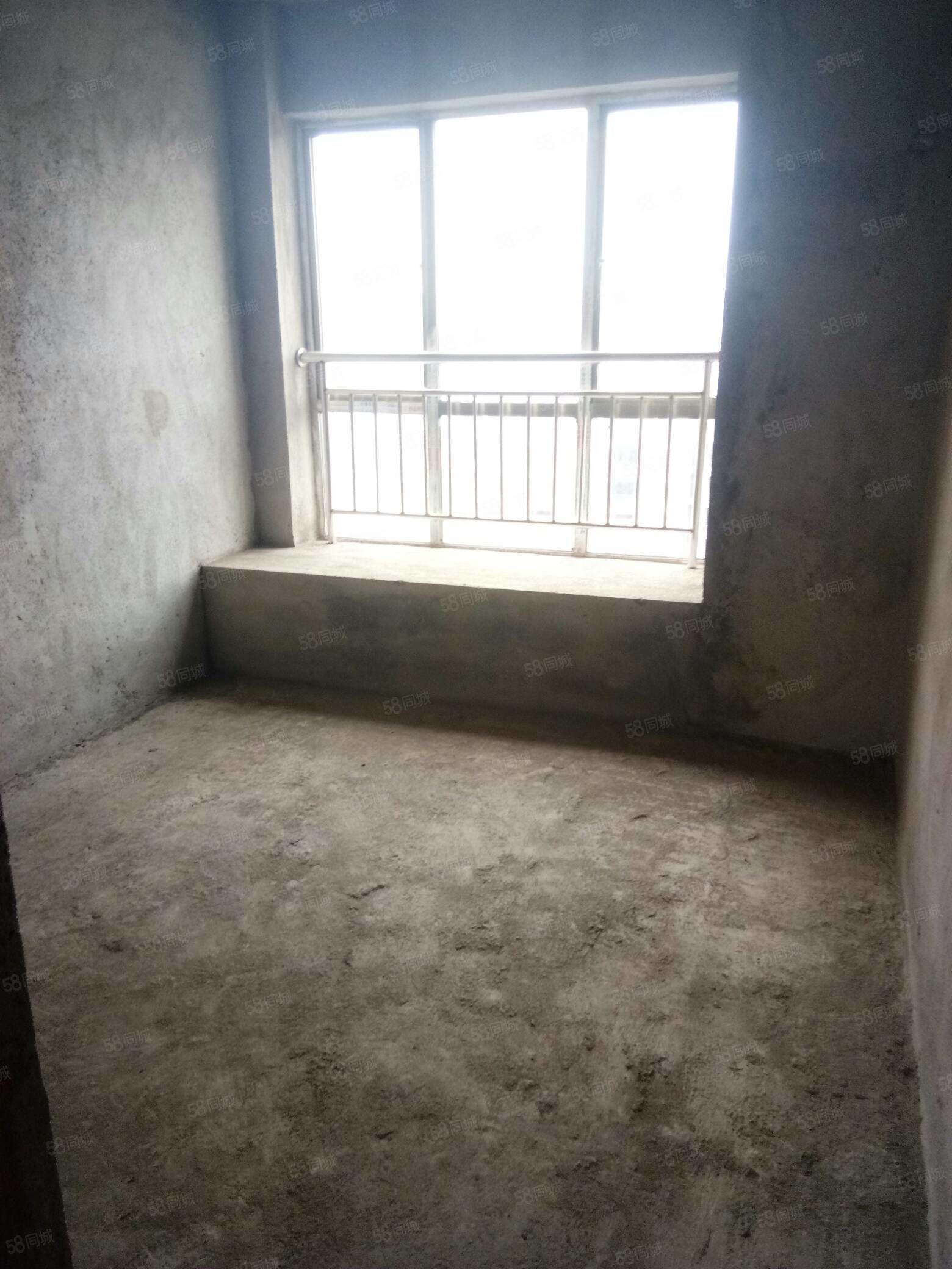 桃江龙城三房两厅,南北通透,户型方正采光通风都很好