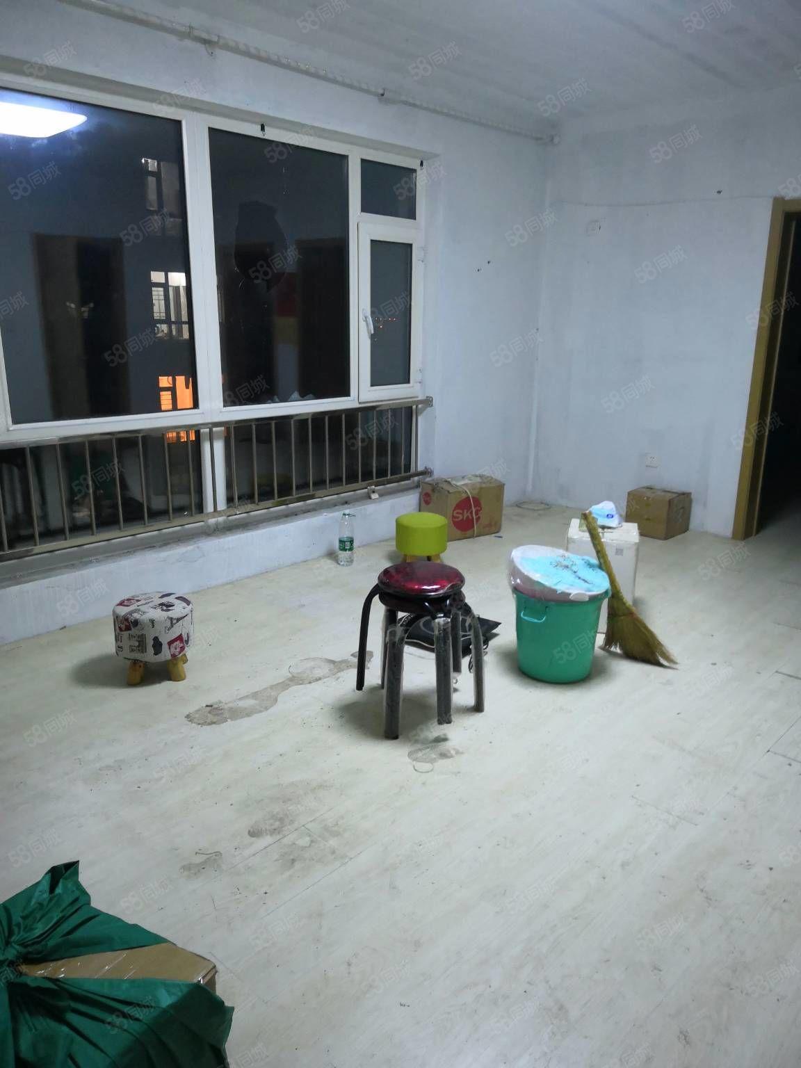 三室一厅有床热水器简单装修凤凰城E区高层
