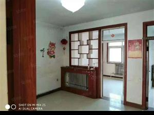 温馨佳苑3室简装修,带储藏室18平,有暖,可分期。