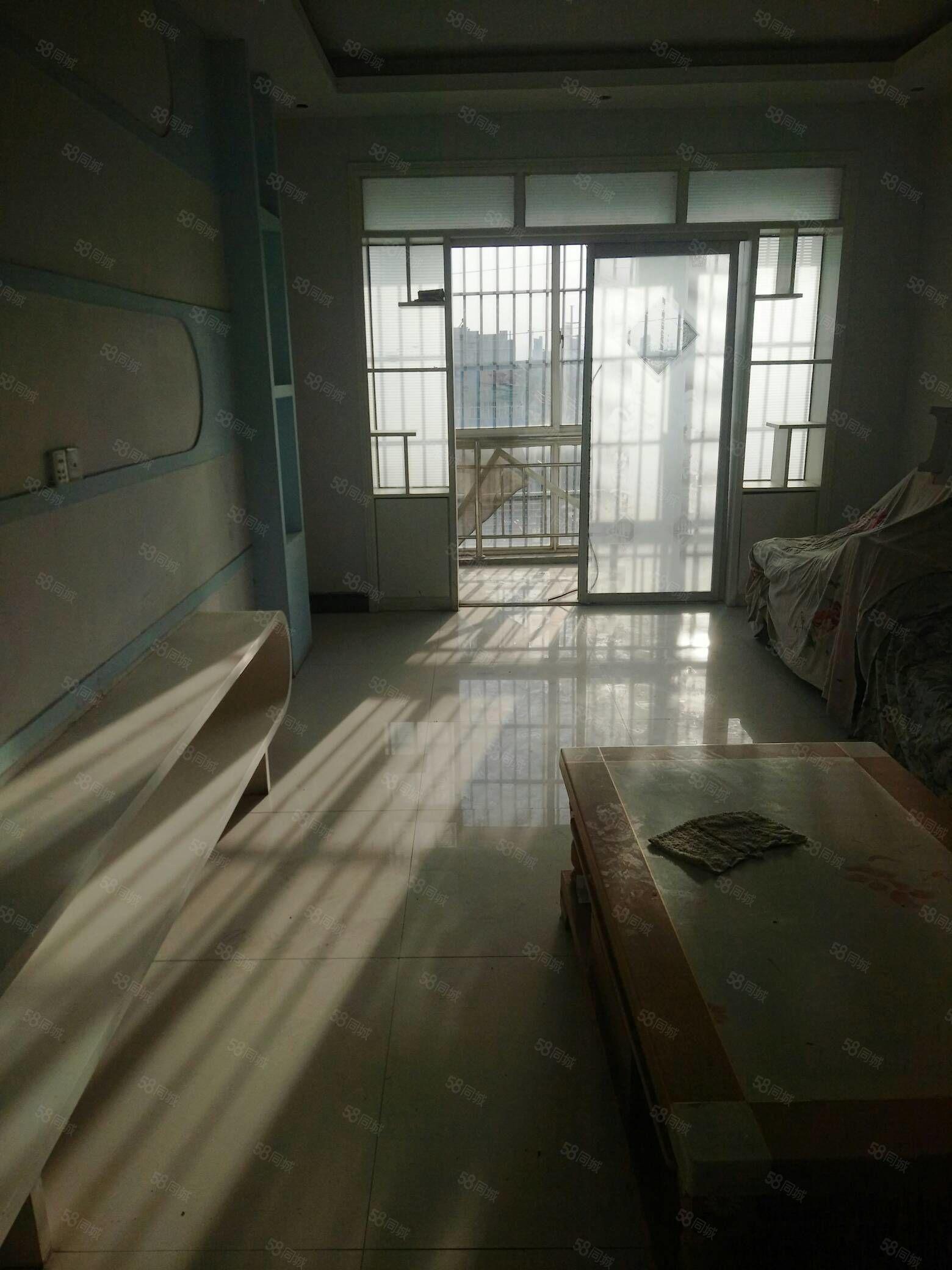 锦绣曹庄西边金山路中段路东三室两厅两卫简装5楼急售