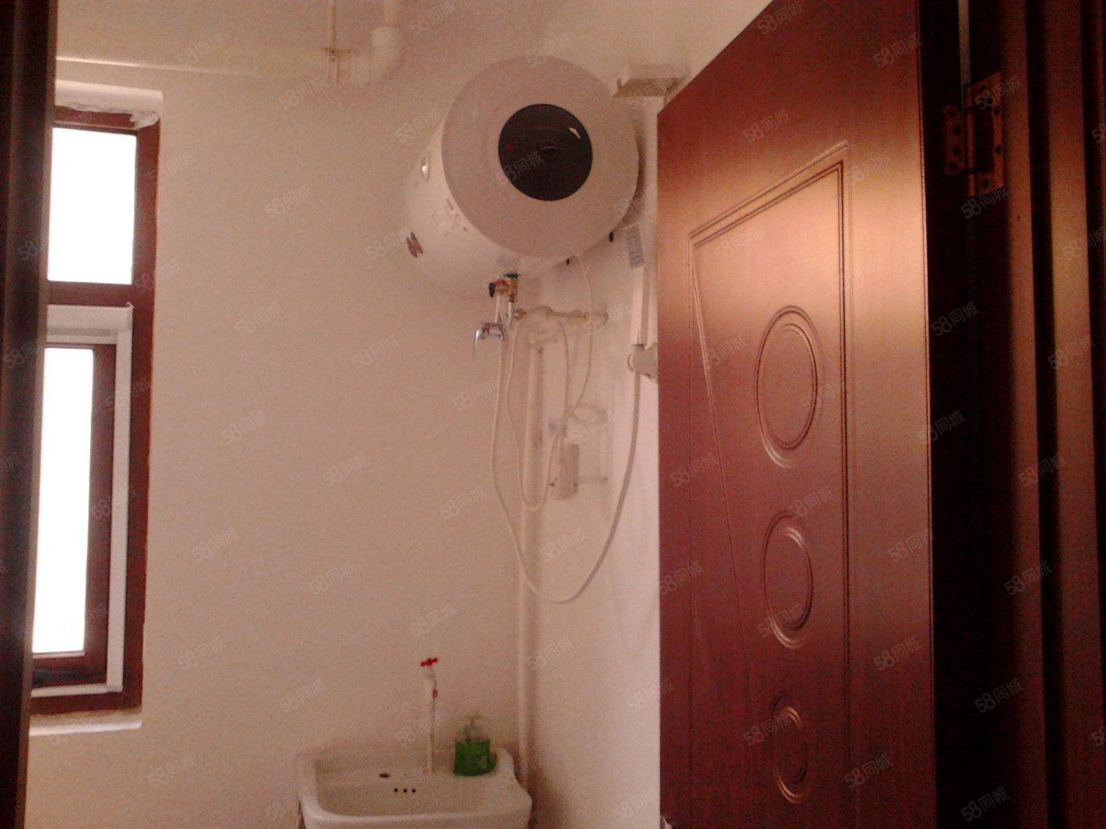 宏宇城三室两厅一卫出租