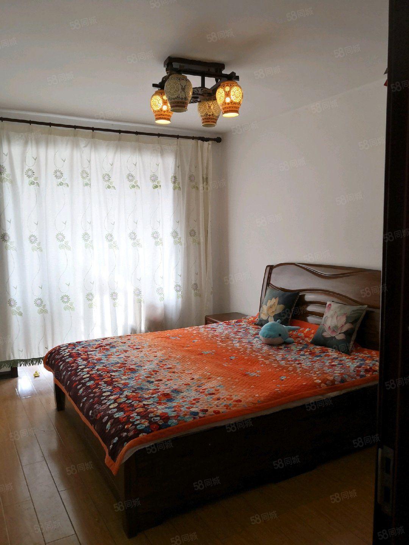 卢龙东环新村121平米三室老本唯一有下房