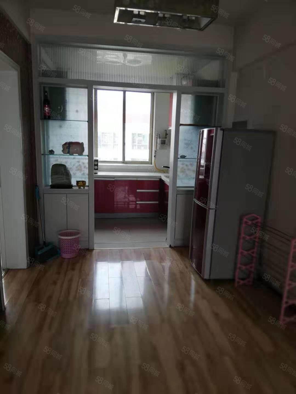 富康附近世纪明珠6楼2室2厅精装修拎包入住