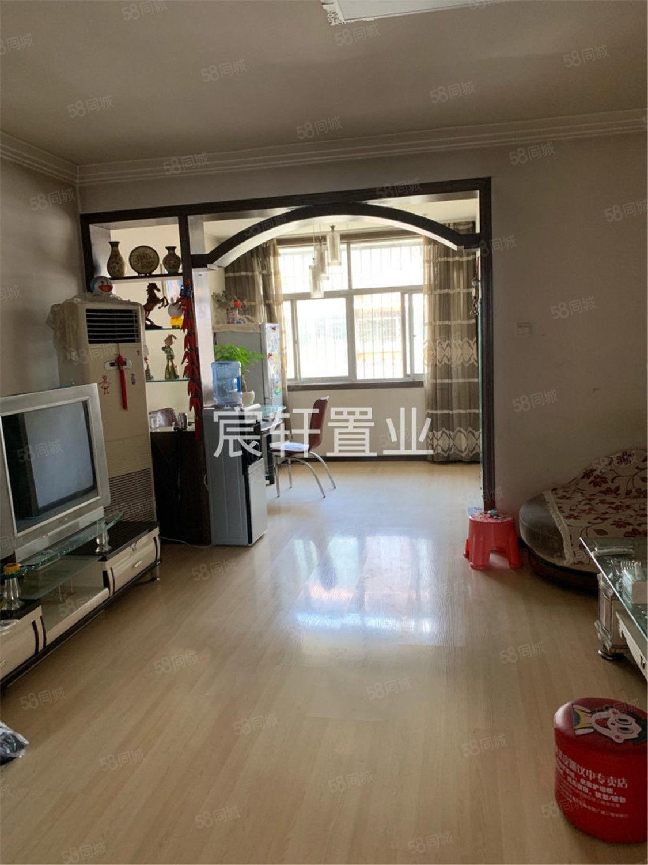 城東盛世家園對面,精裝,2室2廳,樓梯中層,南北通透,送柴房